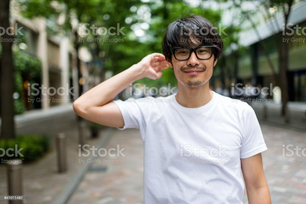 ファッション日本成人男性ウォーキング ストックフォト