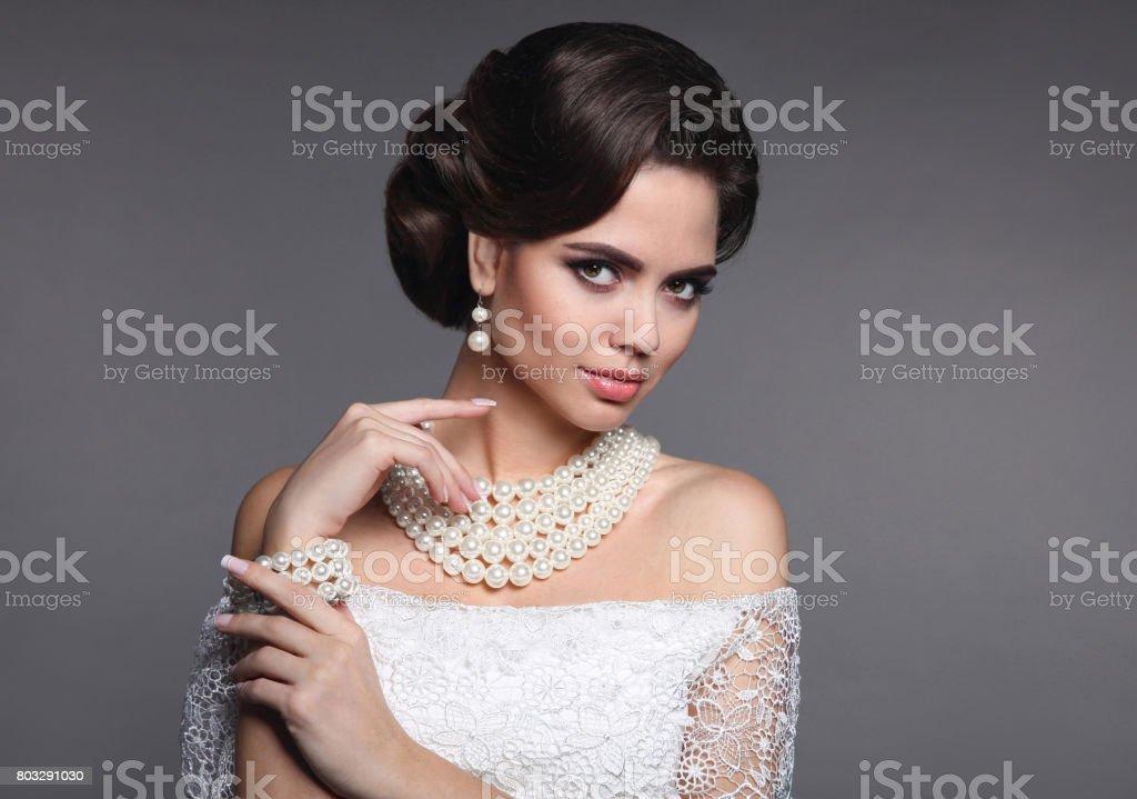 Joyeria De La Manera Retrato De Mujer De Moda Elegante Peinado Retro