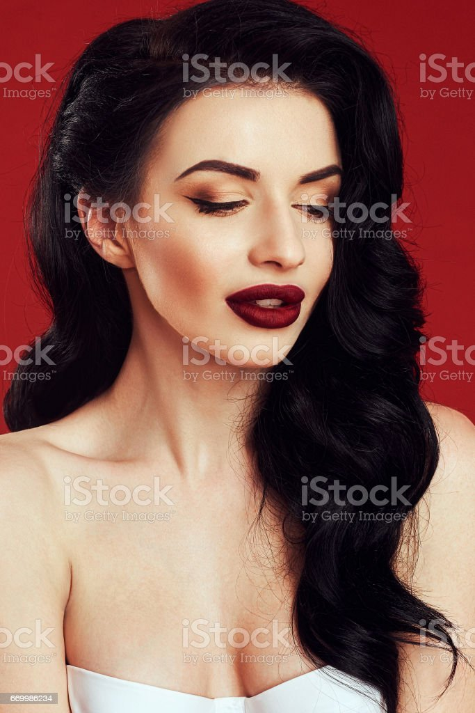 Foto De Fashion Makeup And Hairstyle Curls Beautiful Model With Long