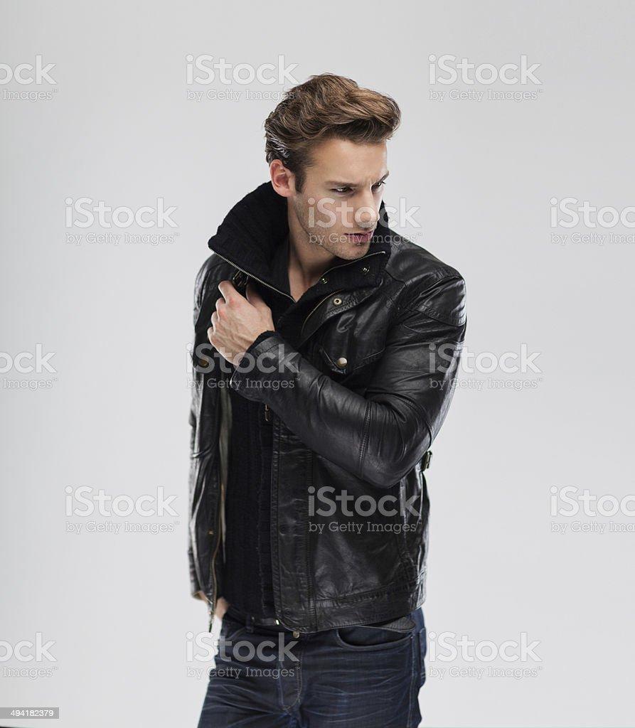Mode Mann model Lederjacke, grau Hintergrund – Foto