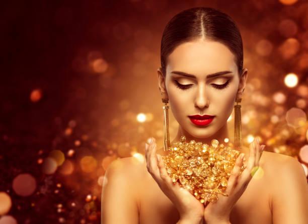 mode modell guld smycken i händer, gyllene kvinna skönhet - hand gold jewels bildbanksfoton och bilder