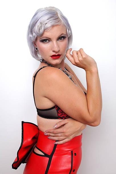 fashion model - rote bleistiftröcke stock-fotos und bilder