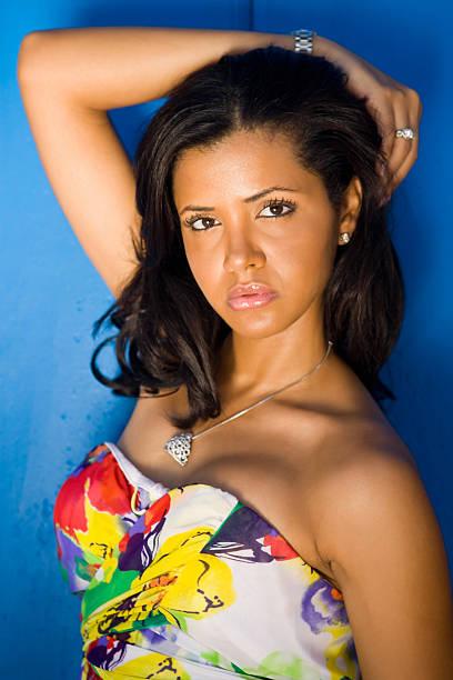 modelo de modas - mujeres dominicanas fotografías e imágenes de stock
