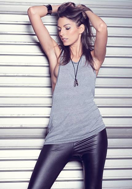 fashion model - leder leggings stock-fotos und bilder