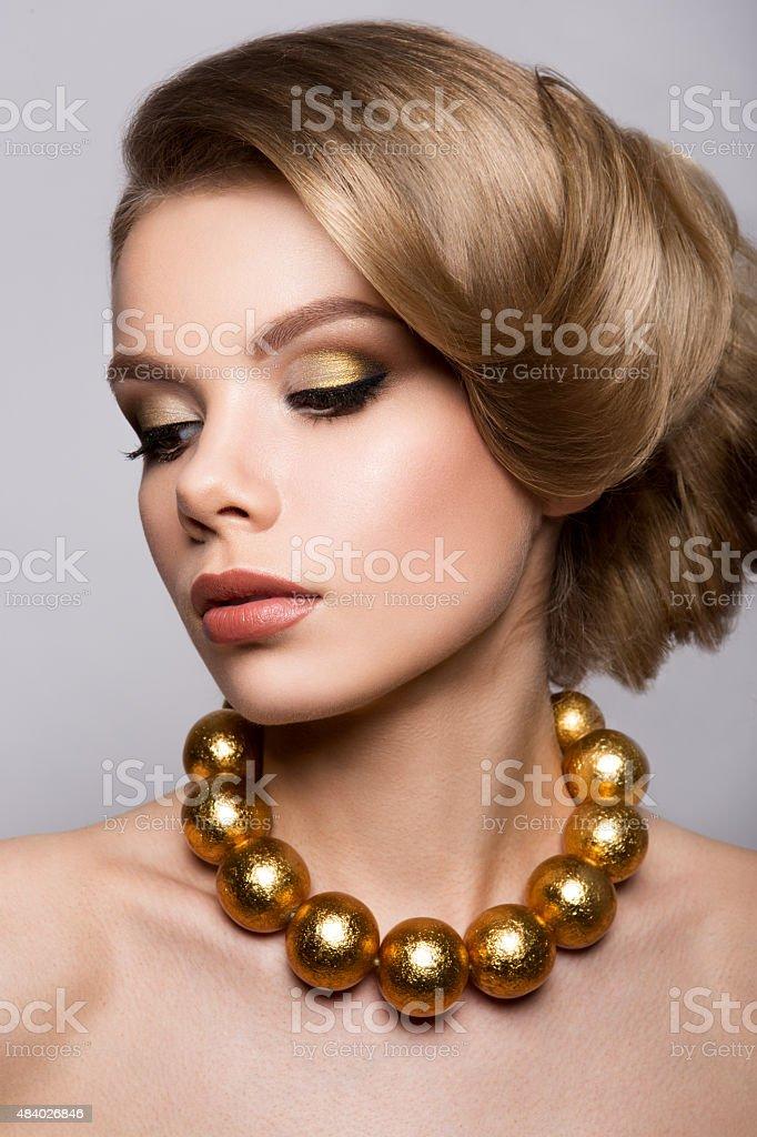 Mode Modellportrat Frisur Haarschnitt Professionelles Makeup