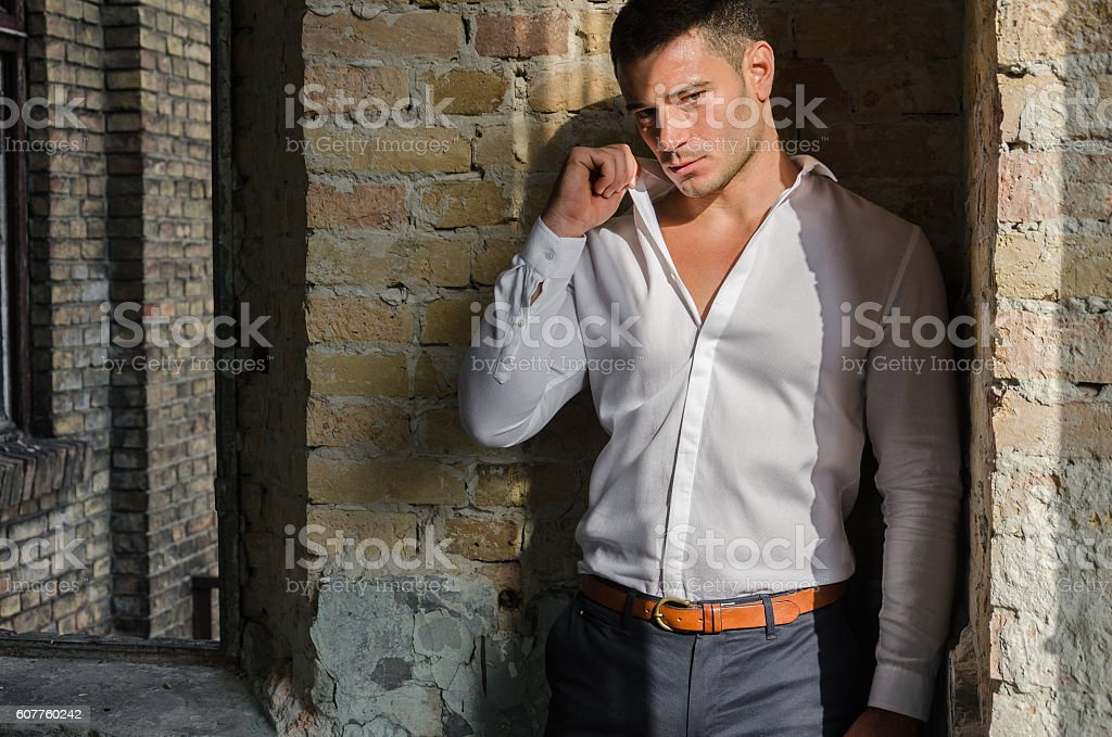 Fashion model posing in formal suit foto royalty-free