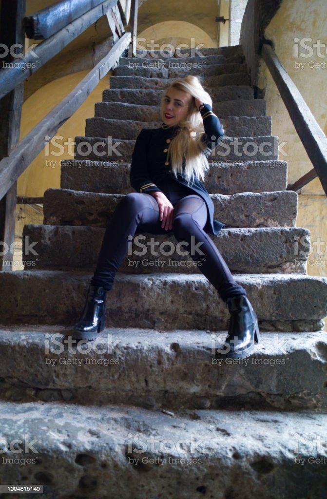 Moda model oturma stok fotoğrafı