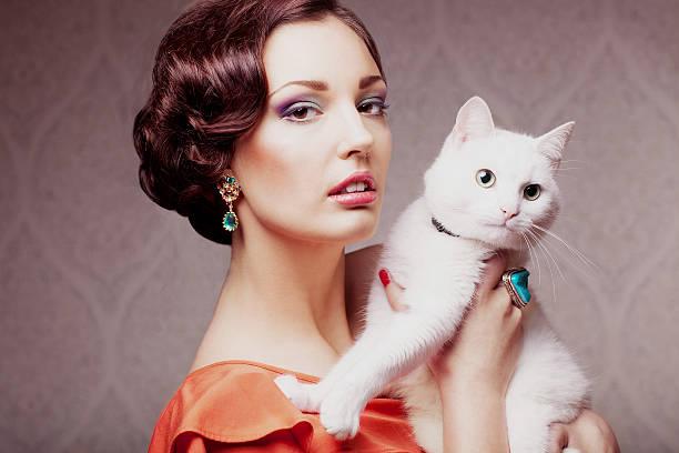 Mode-Modell mit Katze – Foto