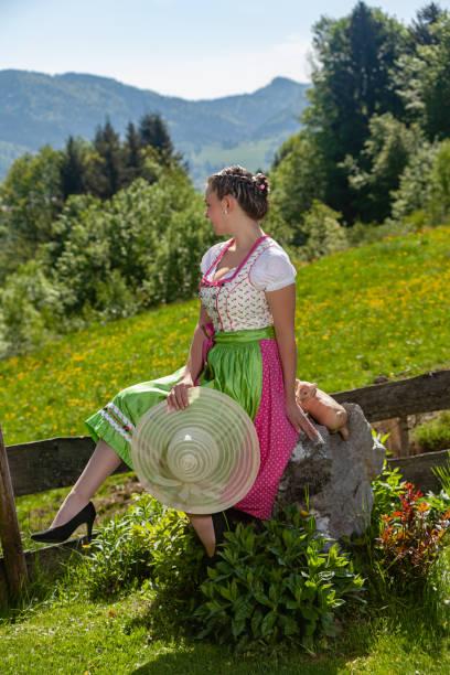 mode auf bayerisch - moderne dirndl stock-fotos und bilder