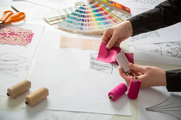 oder individuelle fashion designer - produktdesigner stock-fotos und bilder