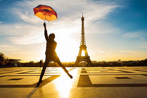 mode in paris - mode herbst 2015 stock-fotos und bilder