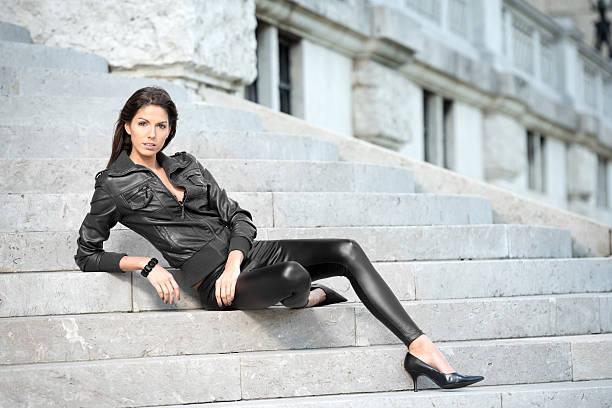 mode - leder leggings stock-fotos und bilder