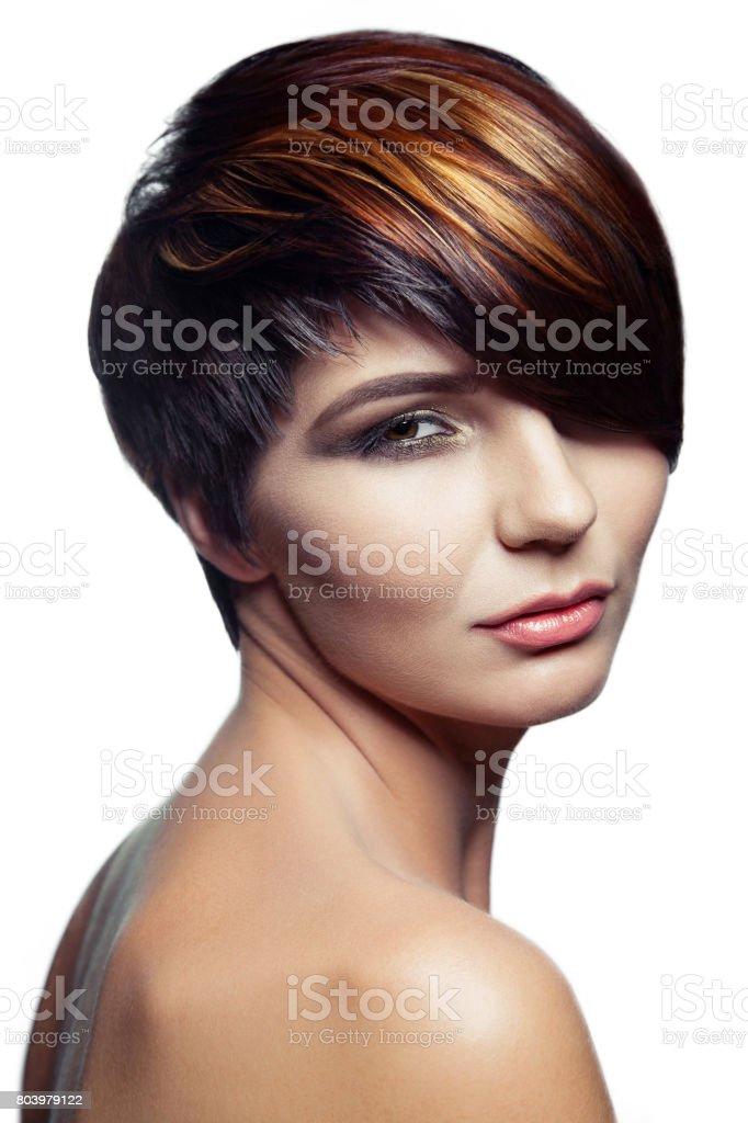 Mode-Porträt eines schönen Mädchens mit farbigen gefärbtes Haar – Foto