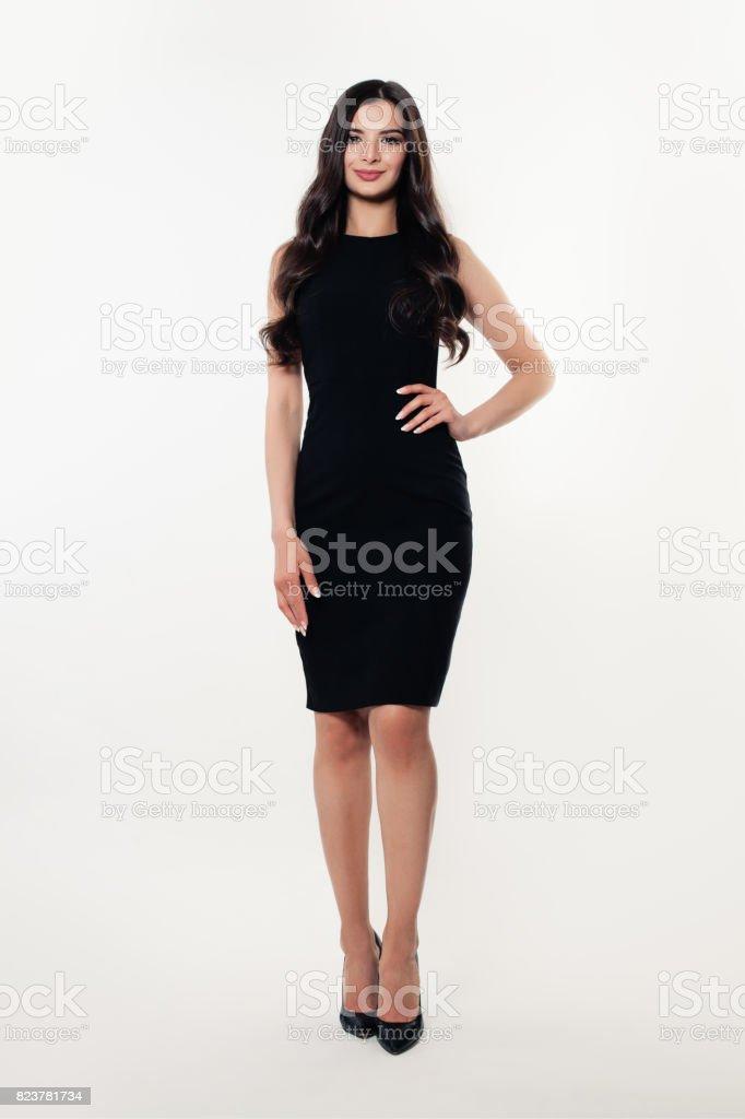 ba120f9f925734 Mode portret van mooi Model meisje dragen zwarte jurk royalty free stockfoto