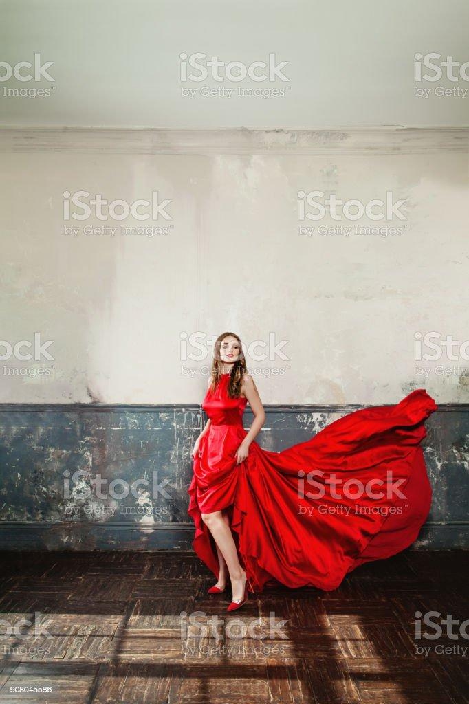 f3d0719dccb112 Mode portret van schattig meisje in de rode jurk. Glamourus mooie Fashion  Model vrouw dragen
