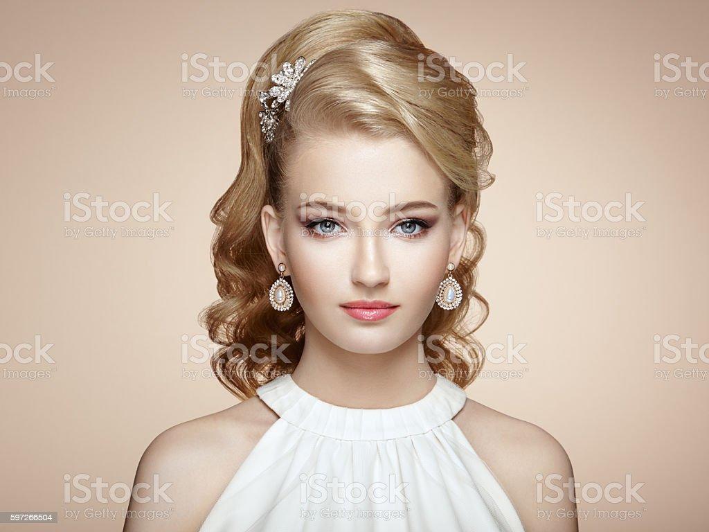 Fashion Porträt von junge schöne Frau mit Schmuck Lizenzfreies stock-foto