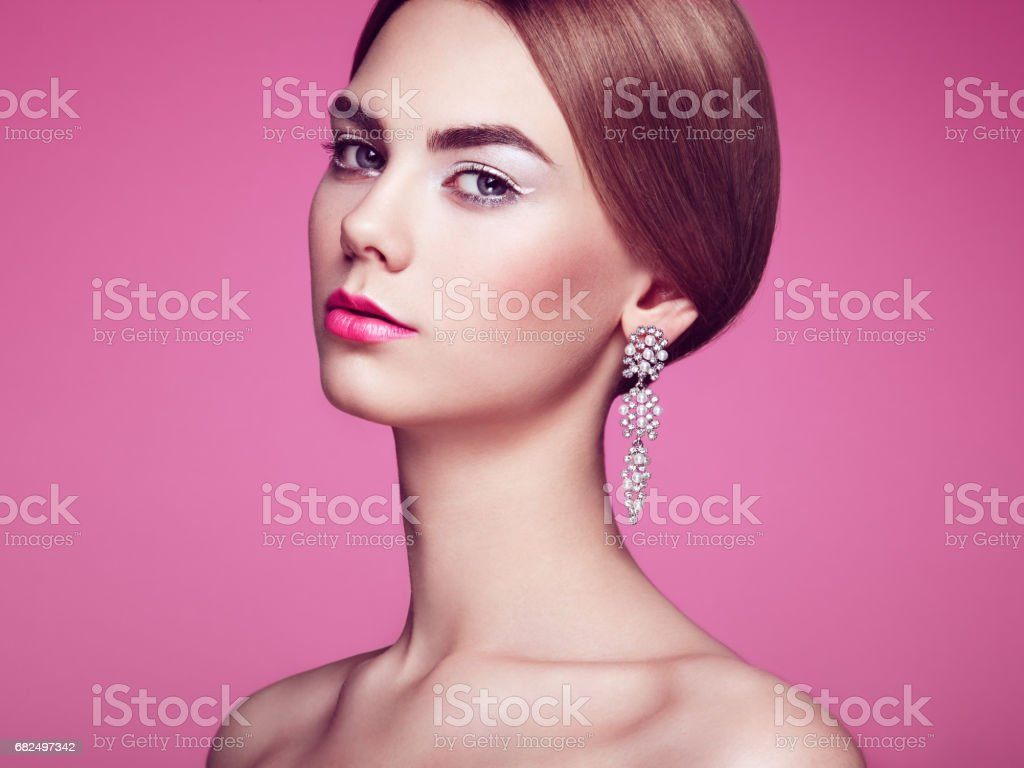 Fashion portrait of young beautiful woman with jewelry Стоковые фото Стоковая фотография