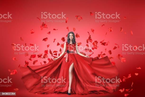 Fashion portrait of young woman in long dress picture id943602264?b=1&k=6&m=943602264&s=612x612&h=0mdozuk7owy3kgip5qyhrpsr1xzfu37c7sltxjxbocy=