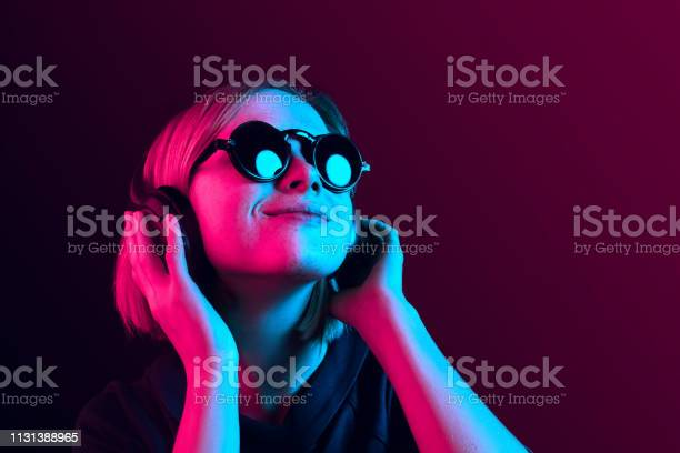 Fashion pretty woman with headphones listening to music over neon picture id1131388965?b=1&k=6&m=1131388965&s=612x612&h=krwjxxgg1eflubnquhtujred7jtdbzjigmqecyhuz70=