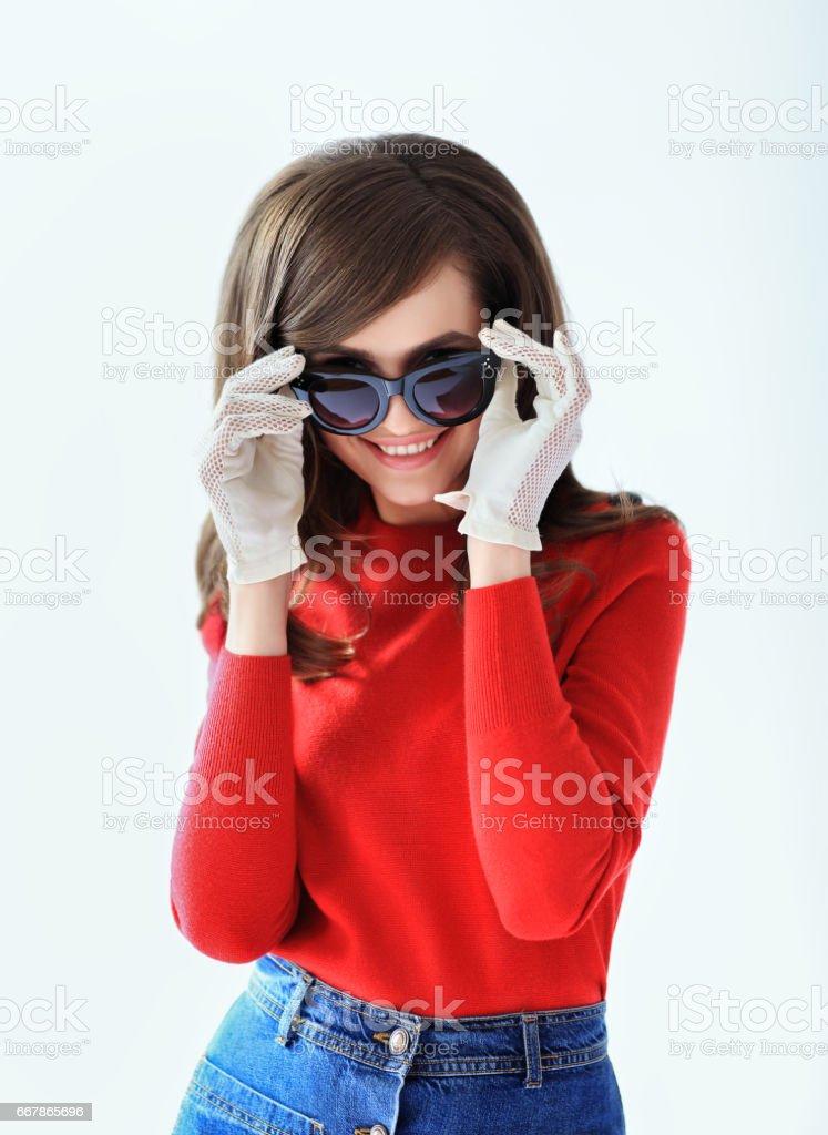 Mode-Retro-Stil-Portrait von junge schöne Frau mit Sonnenbrille – Foto