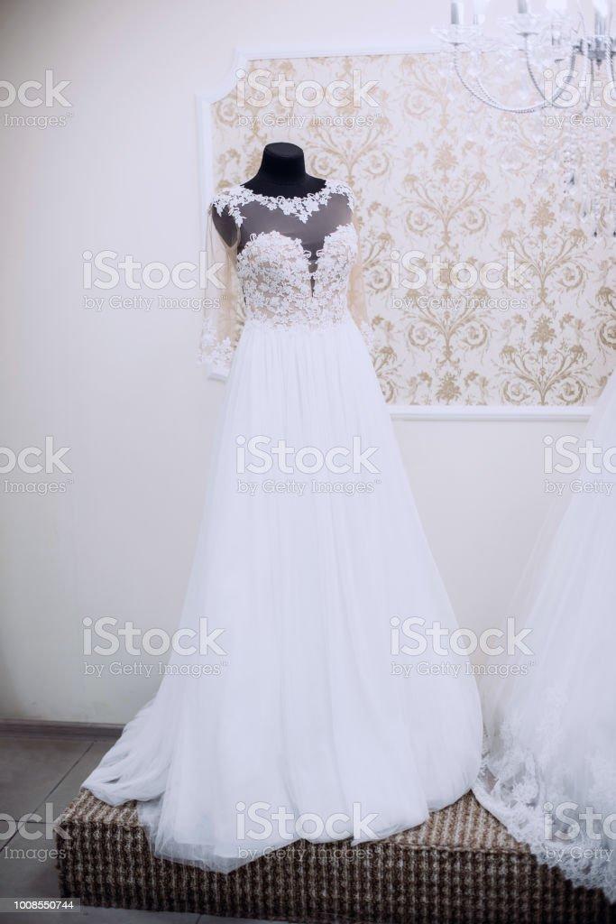 Tienda De Moda Con Vestidos De Novia Foto De Stock Y Más Banco De Imágenes De Acontecimiento