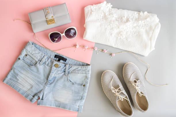 mode frauen sommerkleidung festlegen - kinderhandtaschen stock-fotos und bilder