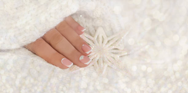 mode-winter-nail-art. winter hintergrund. mode-hintergrund. - diamantnageldesign stock-fotos und bilder