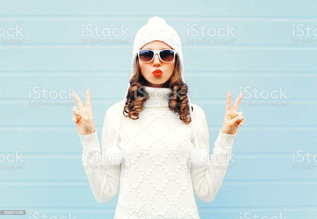Fashion woman blowing red lips makes air kiss - foto de stock