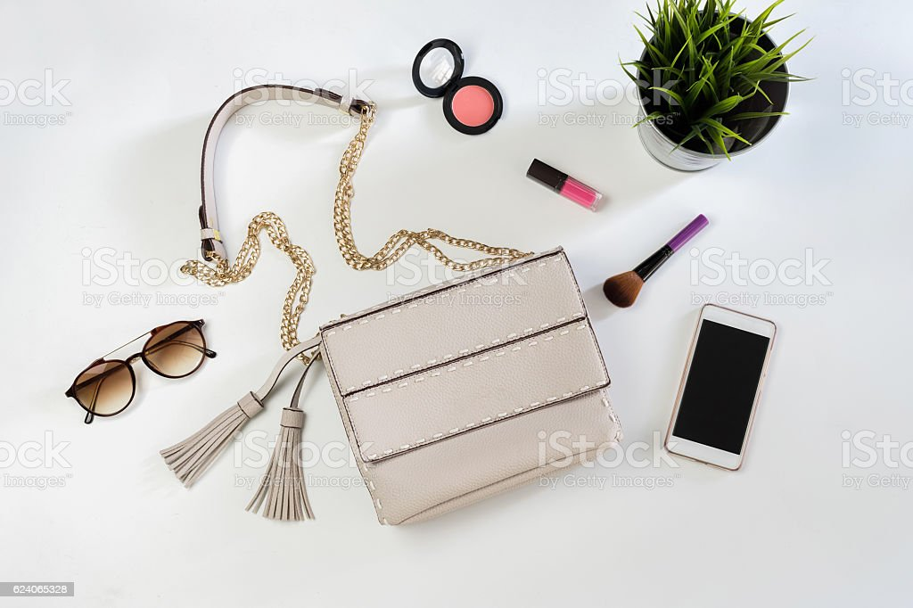 Fashion woman handbag with cellphone, makeup and accessories – Foto