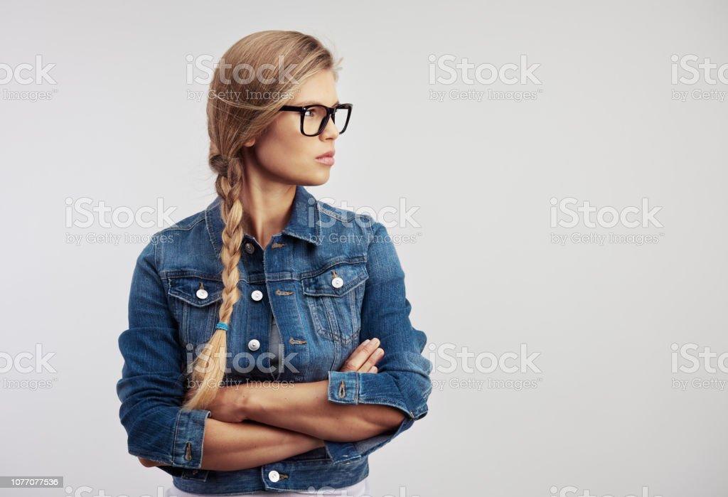 Mode Frau in Brillen über schwarz – Foto