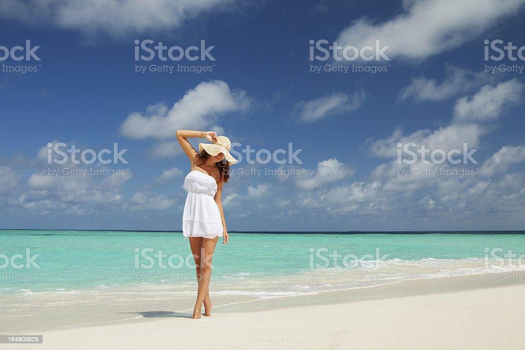 Mode-Frau am Strand – Foto