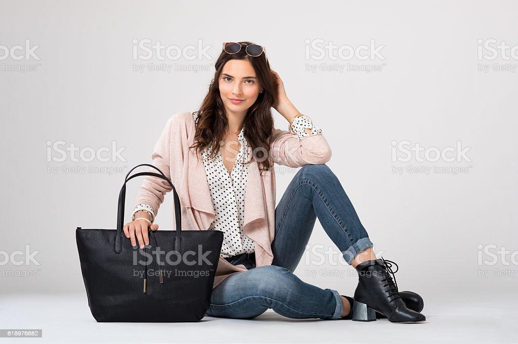 Fashion woman sitting - foto de stock