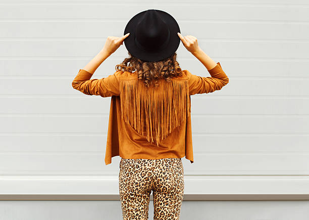 fashion woman view from back wearing black hat, sunglasses jacket - bedruckte leggings stock-fotos und bilder
