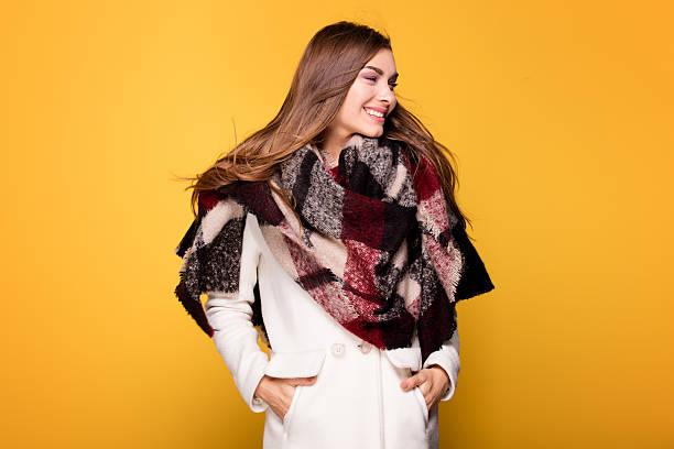 fashion young model posing in coat. - moda de invierno fotografías e imágenes de stock