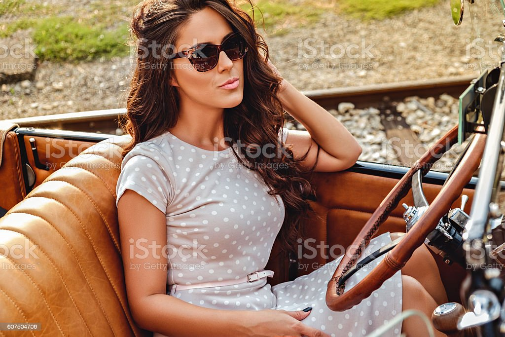 Fashionable girl sitting in a classic convertible – Foto