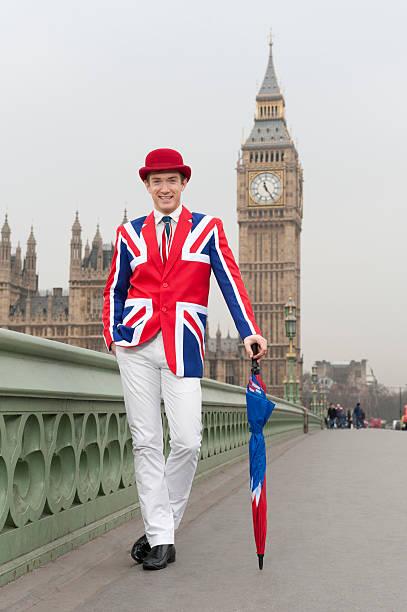 moda de londres, caro na union jack traje - standing out from the crowd (expressão inglesa) - fotografias e filmes do acervo