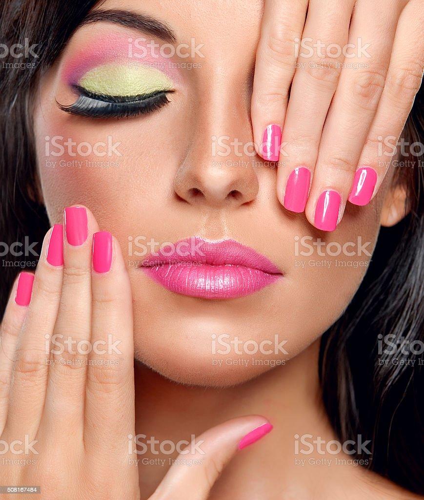Modny Makijaż I Fuksja Kolor Do Manicure Paznokci Polski Stockowe