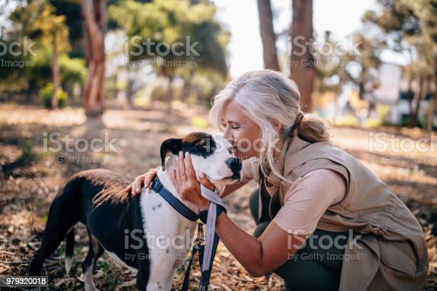Fashionable senior woman kissing pet dog in nature picture id979320018?b=1&k=6&m=979320018&s=612x612&h=4oxneg1ijk5y2b8dwtvb0wgfz 1cqjew35vuo jbdhc=
