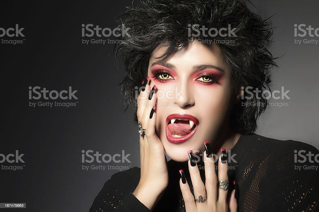 Moda ragazza Vampiro. Fantasy makeup. Ragazza gotica foto stock royalty-free 864be863d628