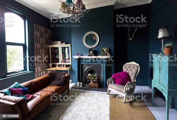 Fashionable vintage styled living room picture id667506888?b=1&k=6&m=667506888&s=612x612&h=ely94b6tbp45rn28ozjxabbstqu8pji3onzfeoraotc=
