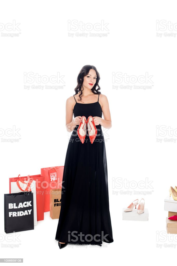 Moda Mujer En Vestido Negro Con El Par De Zapatos Calzado