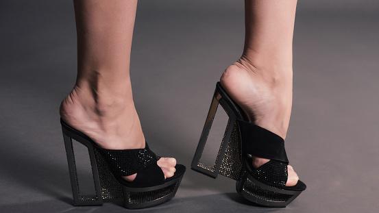811b61732 Piernas Largas De Mujer Moda En Medias Negras Zapatos Elegantes ...