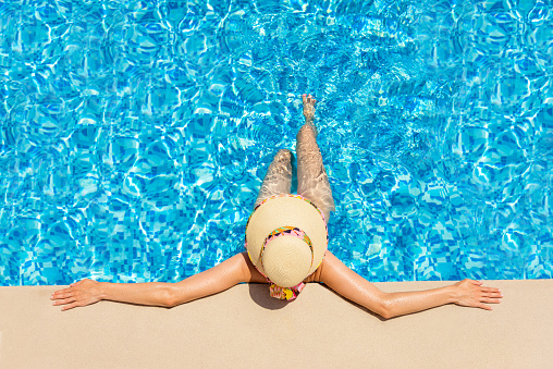 Fashionable woman relaxing in a swimming pool