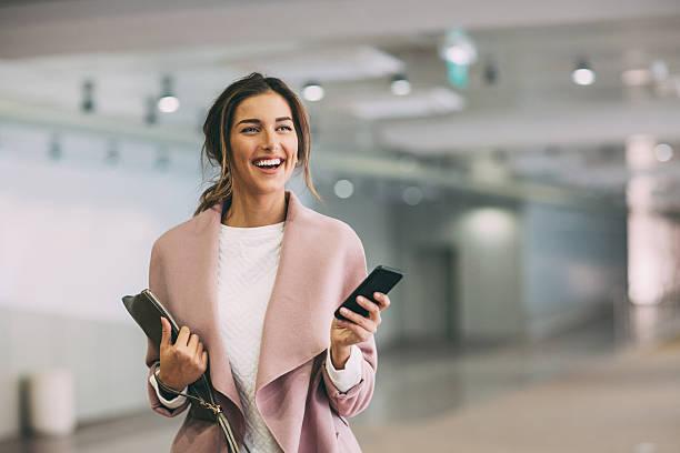 fashionable woman with phone at subway parking lot - moda de negocios informal fotografías e imágenes de stock
