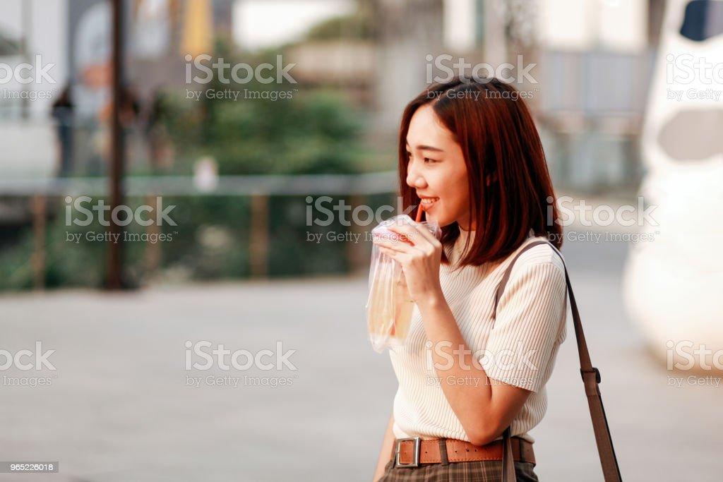 Fashionable young Asian woman walking in Bangkok downtown district zbiór zdjęć royalty-free