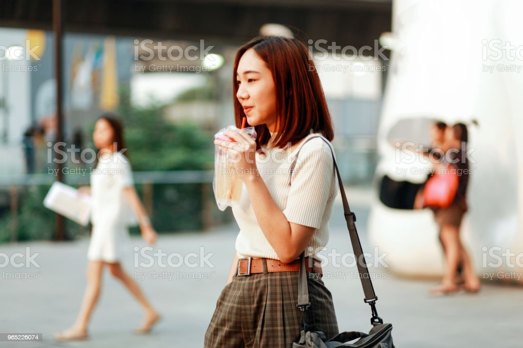 Fashionable young Asian woman walking in Bangkok downtown district zbiór zdjęć royalty-free