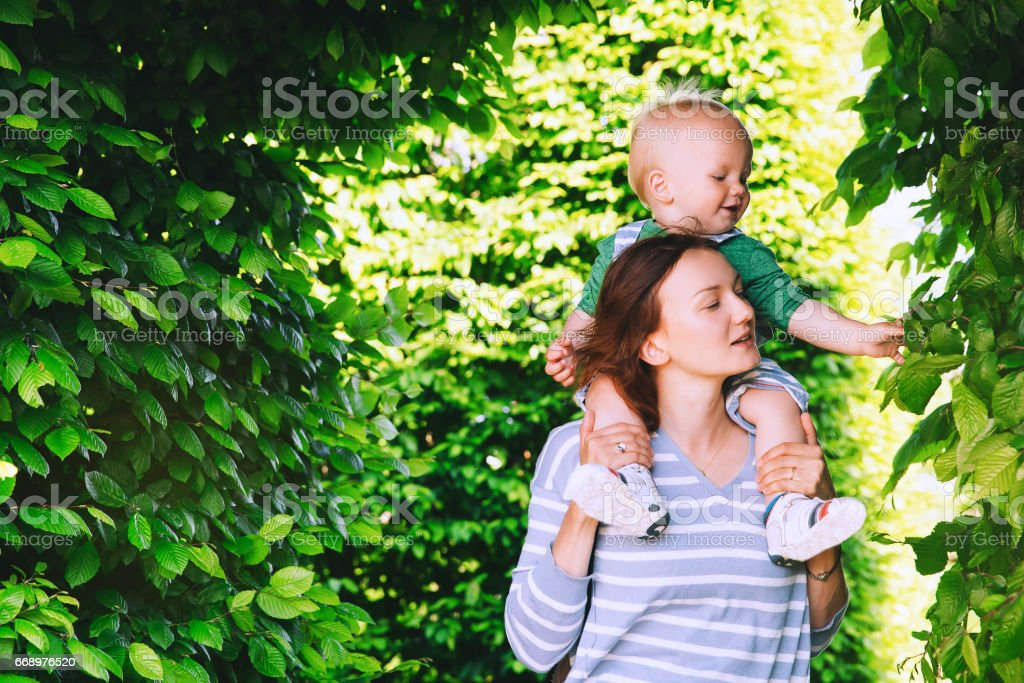 Fashionably dressed mother and child outdoors on the nature. foto stock royalty-free