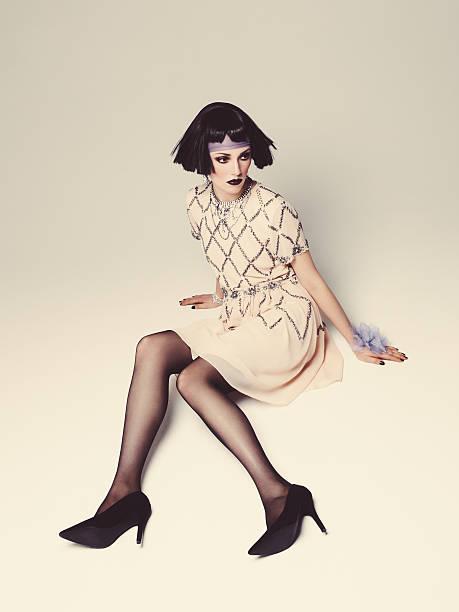 fashionbale frau mit bob frisur - bein make up stock-fotos und bilder