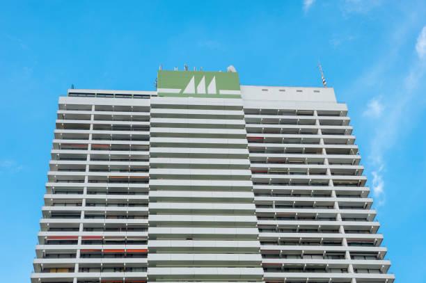 fassade des hotel maritim in travemünde - nordsee urlaub hotel stock-fotos und bilder