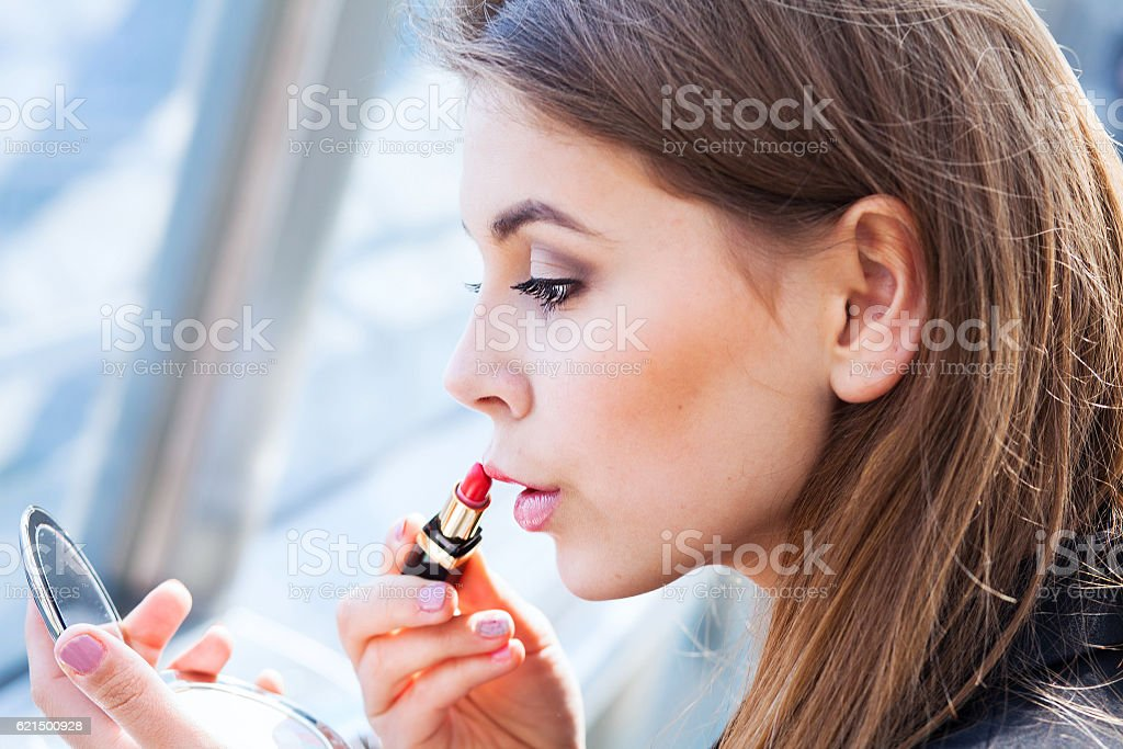 fast make up, woman with lipstick Lizenzfreies stock-foto